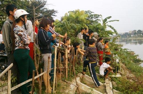 phat hien xac thai nhi khong dau troi song - 1