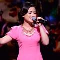 Video - Dương Hoàng Yến khóc khi hát về mẹ