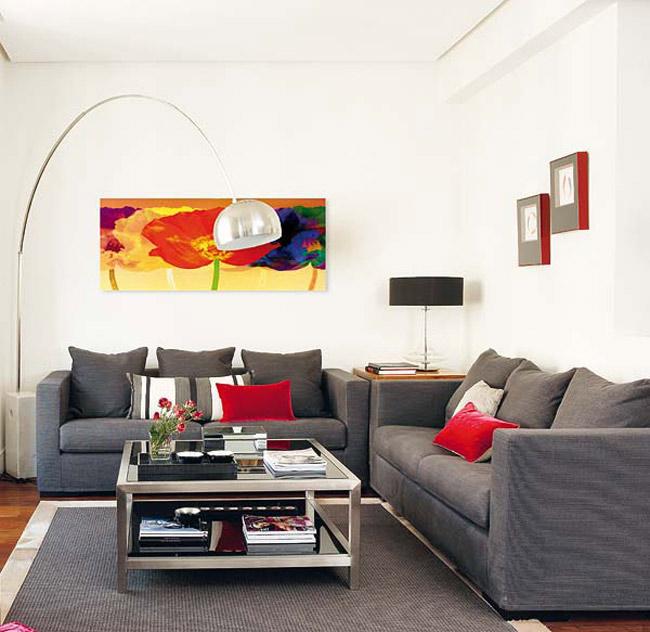 Màu sắc là một trong những khía cạnh quan trọng mà chúng ta phải đưa vào tính toán khi thiết kế ngôi nhà trong mơ của mình. Công cụ hoàn hảo sẽ thống trị bất kỳ không gian nào. Căn hộ trong ảnh với bảng màu trung tính chủ đạo được nhấn mạnh bởi chiến lược sử dụng màu sắc.  Nền tảng màu đơn sắc mang đến sự đồng nhất cho toàn bộ nơi này. Trong khi đó, những màu rực rỡ khác cung cấp nét cá tính cần thiết cho căn hộ.