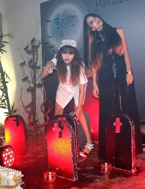 ngọc quyen làm y tá sexy trong dem halloween - 10