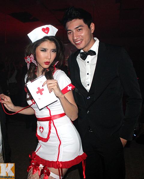 ngọc quyen làm y tá sexy trong dem halloween - 2