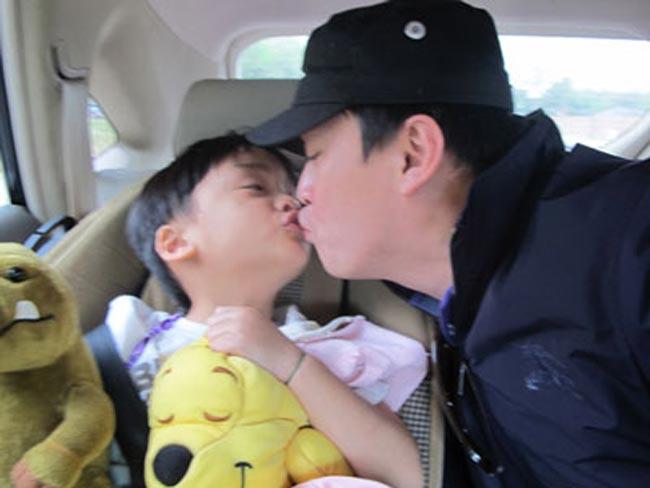 Lam Trường và vợ cũ Ngô Ý Ankết hôn vào năm 2004 và có bé Tiêu Kiến Văn khá điển trai. Tuy nhiên vào đầu năm 2011, Lam Trường chính thức công bố đường ai nấy đi. Bé Kiến Văn, con trai Lam Trường hiện đang sống cùng với mẹ bên Mỹ.