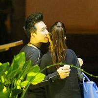 Trấn Thành hôn bạn gái hotgirl giữa phố