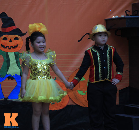 """""""than chet nhi"""" trong le hoi halloween - 13"""