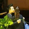 Làng sao - Trấn Thành hôn bạn gái hotgirl giữa phố