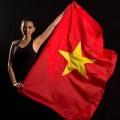 Thời trang - Trương Thị May tạo dáng cùng quốc kỳ