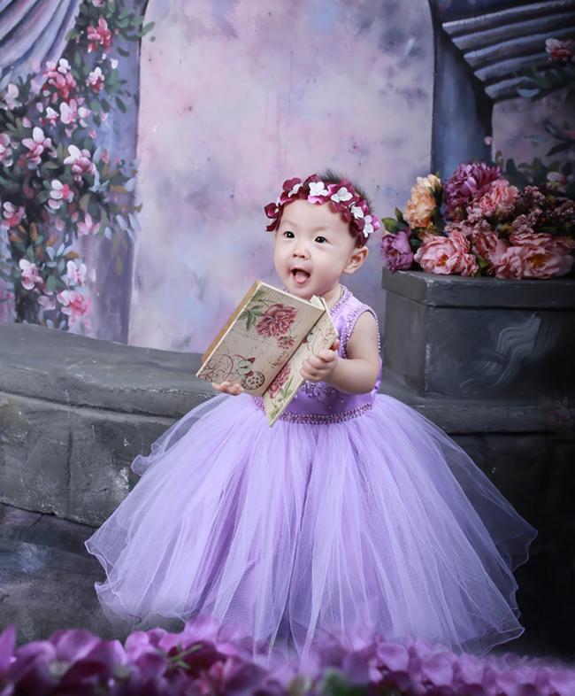 Hôm nay Siêu nhân nhím xin giới thiệu với các bạn một thành viên mới của gia đình Thiên thần nhí Việt Nam, đó là một bạn gái vô cùng dễ thương.