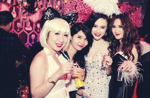 angela phuong trinh dan em gai di bar - 1