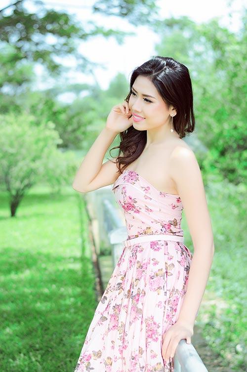 Á hậu Nguyễn Thị Loan buông lơi vai trần - 2