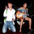 Làng sao - Nathan Lee quỳ gối hát bên Thu Minh