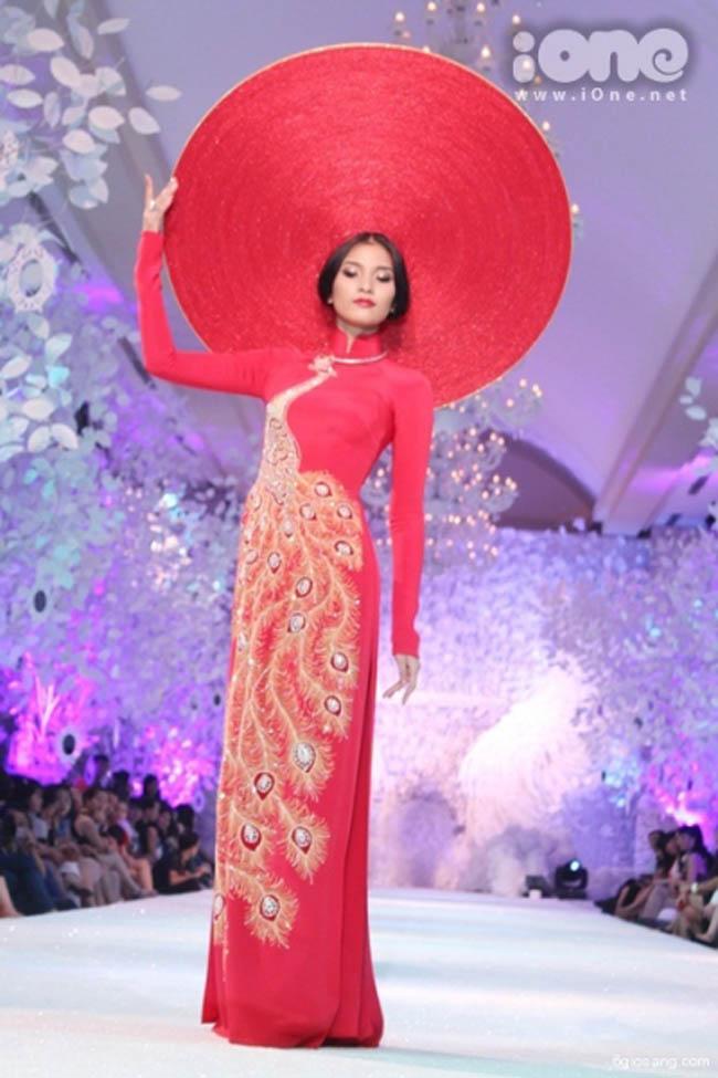 Trương Thị May tỏa sáng trên sàn catwalk