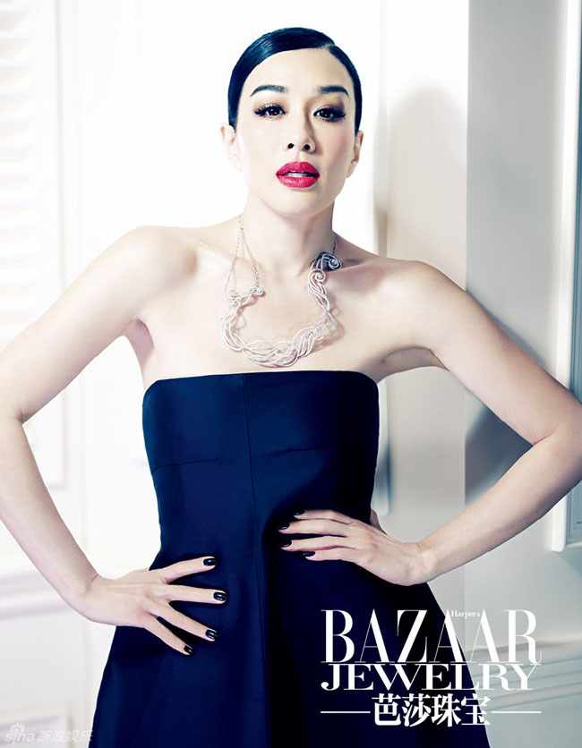 Chung Lệ Đề - bà mẹ 3 con của làng giải trí Hoa ngữ hóa thân thành nữ hoàng trang sức sang trọng, quý phái trên bìa tạp chí về trang sức