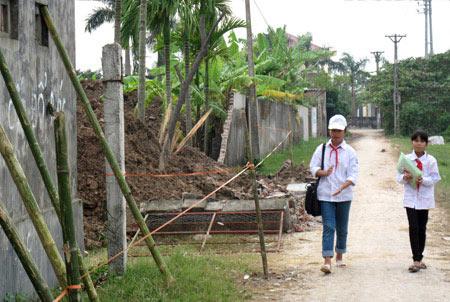 thai binh: sap tuong rao, 3 hs thuong vong - 1