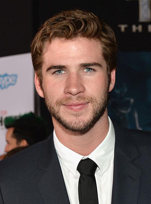 Liam Hemsworth chúc mừng anh trai ra mắt Thor 2-8