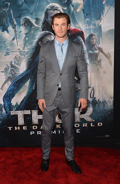 Liam Hemsworth chúc mừng anh trai ra mắt Thor 2-10