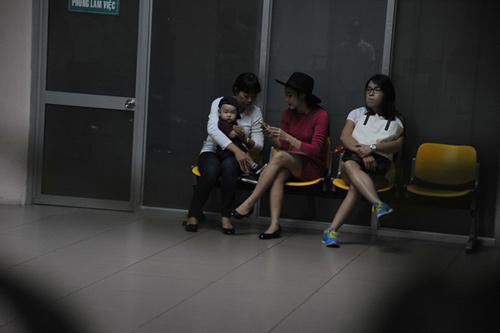 Mẹ con Diệp Bảo Ngọc nổi bật ở sân bay - 10