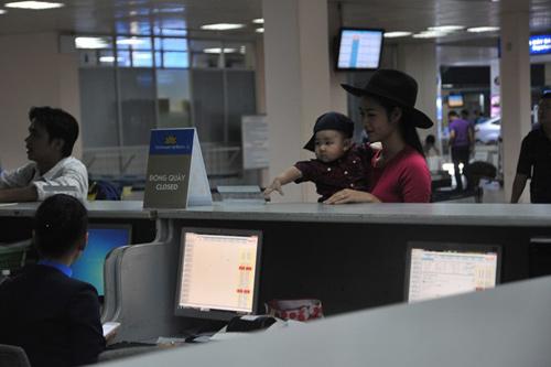 Mẹ con Diệp Bảo Ngọc nổi bật ở sân bay - 6