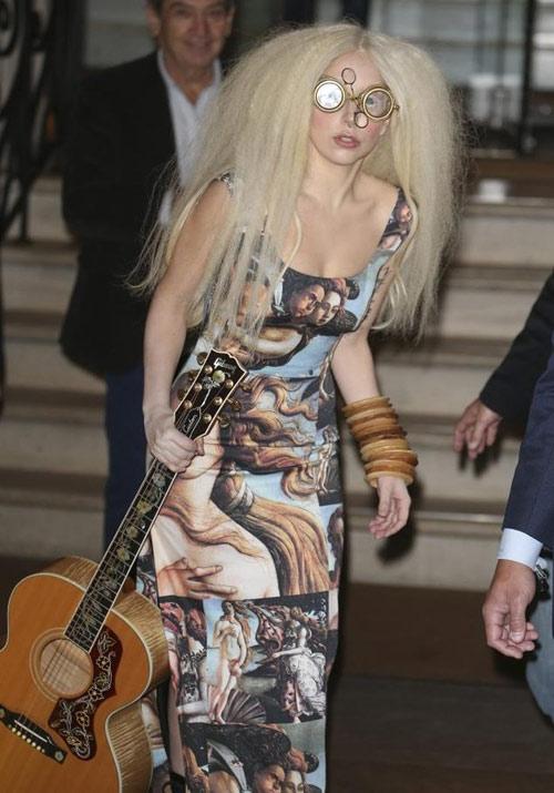 """""""Quỷ nhỏ"""" Lady Gaga sẽ hát trên tàu vũ trụ-1"""