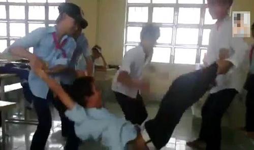 choang voi clip hoc sinh 'nhay day bang nguoi' - 1