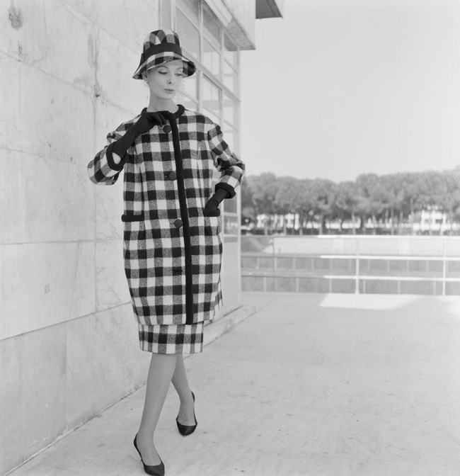 16 mẫu áo khoác tối giản, tinh tế  ' xuyên thời đại '