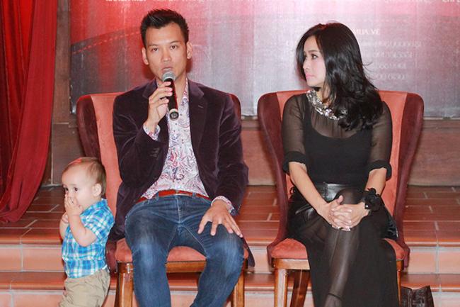 Trong buổi họp báo liveshow 'Người đàn bà yêu' của Thanh Lam vào chiều 7/11, DJ Trí Minh đã đưa cả cậu con trai thứ 2 đến cùng. Sự đáng yêu của cậu bé thu hút sự chú ý của cánh phóng viên.