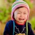 Clip Eva - Bé khóc ròng vì bố mẹ tham ăn