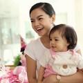 Làng sao - Phạm Quỳnh Anh rạng rỡ mừng sinh nhật con gái