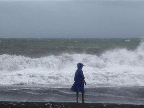 Bão Haiyan: Hơn 100 thi thể nằm trên đường phố - 2