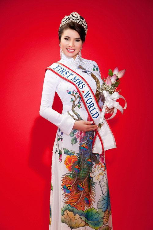 TS Kim Hồng làm giám khảo HH Quý bà thế giới 2013-1