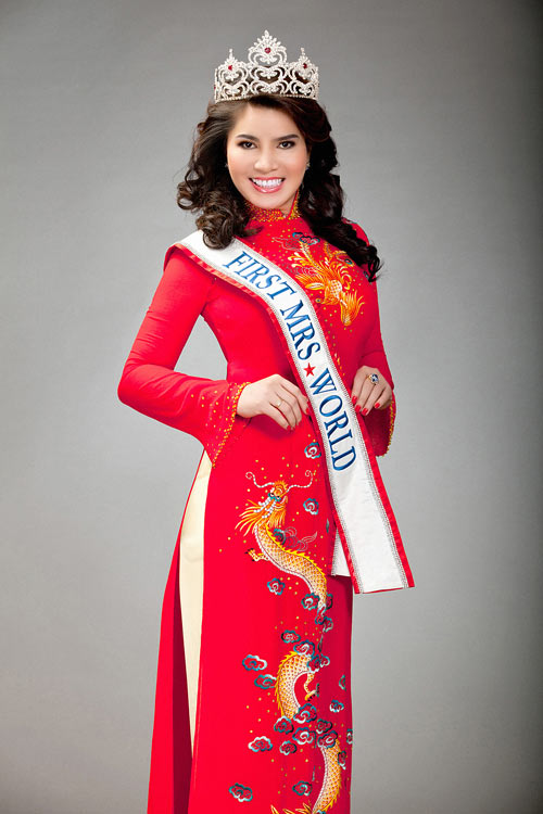 TS Kim Hồng làm giám khảo HH Quý bà thế giới 2013-8