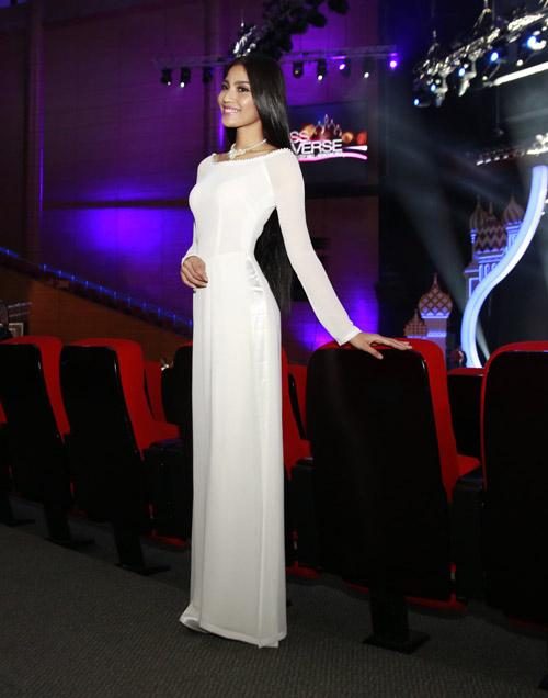 Mẹ Trương Thị May cổ vũ con gái tổng duyệt-5