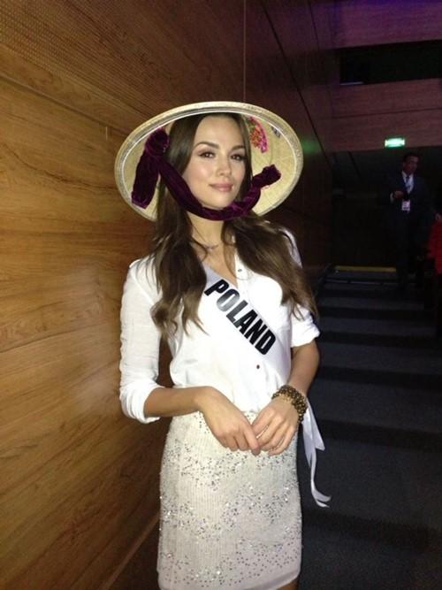 Mẹ Trương Thị May cổ vũ con gái tổng duyệt-12