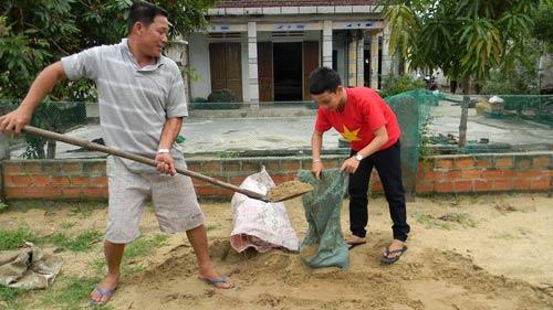 Dân miền Trung bắt đầu chạy siêu bão HaiYan - 5