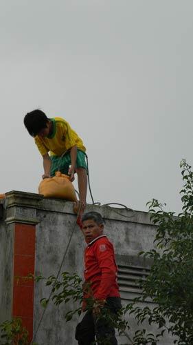 Dân miền Trung bắt đầu chạy siêu bão HaiYan - 8