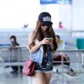 Làng sao - Minh Hằng diện quần siêu ngắn ở sân bay Tân Sơn Nhất