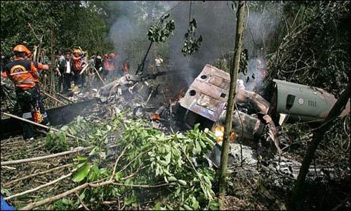 indonesia: roi truc thang quan su, 13 nguoi chet - 1