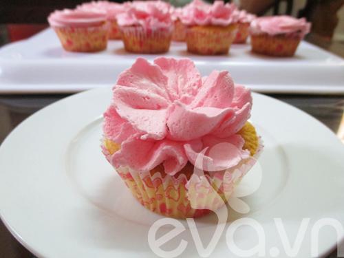 20-11 lam cupcake kem tuoi - 11