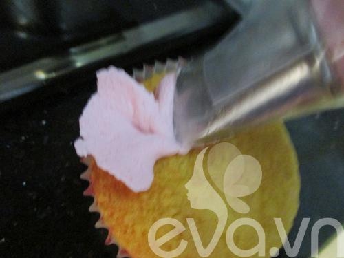 20-11 lam cupcake kem tuoi - 8