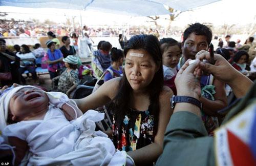 philippines: thai phu sinh non vi soc sau sieu bao - 1