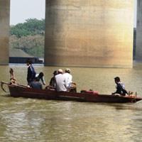 Tìm xác nạn nhân Huyền dưới chân cầu Việt Trì
