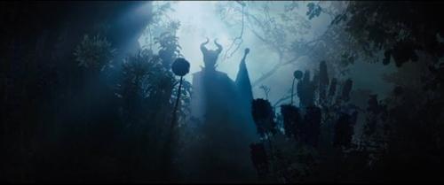 angelina jolie dep lanh lung trong maleficent - 3