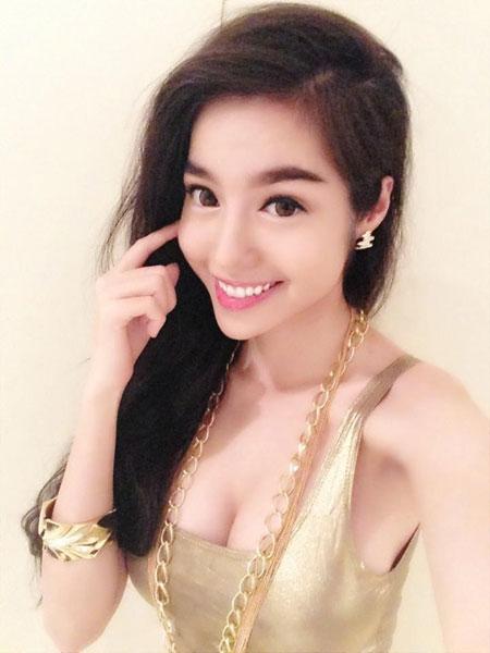 phi thanh van khoe chan thon dai - 4