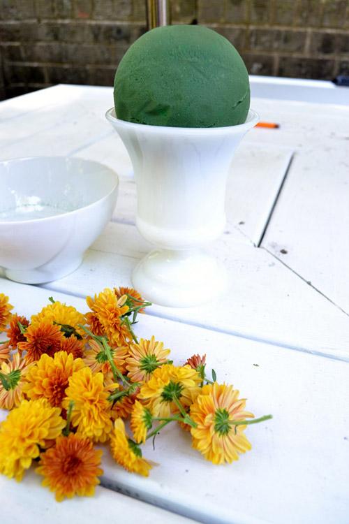 Hướng dẫn cắm hoa cúc để bàn đơn giản trong nháy mắt