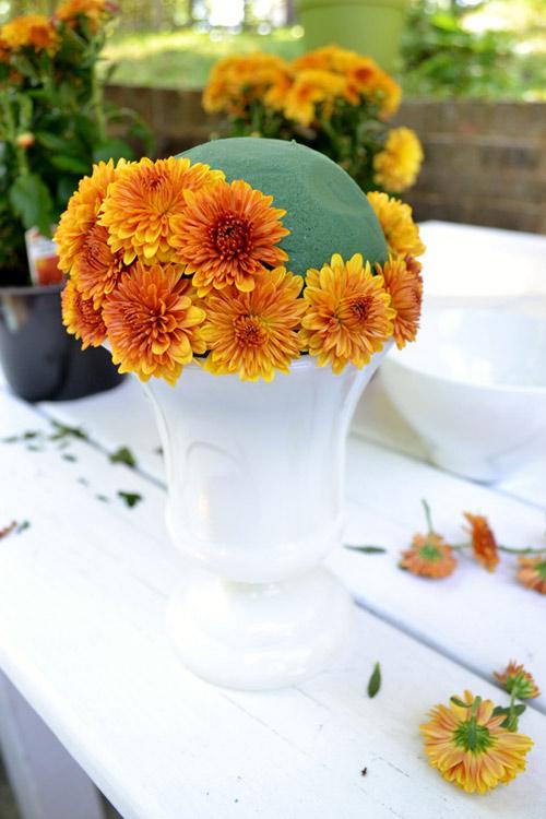Hướng dẫn cắm hoa cúc để bàn đơn giản trong nháy mắt bước 2