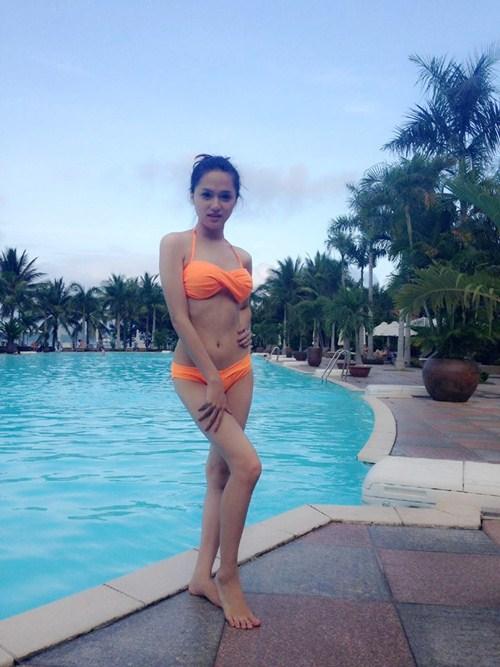 huong giang idol khoe dang nuot voi bikini - 2