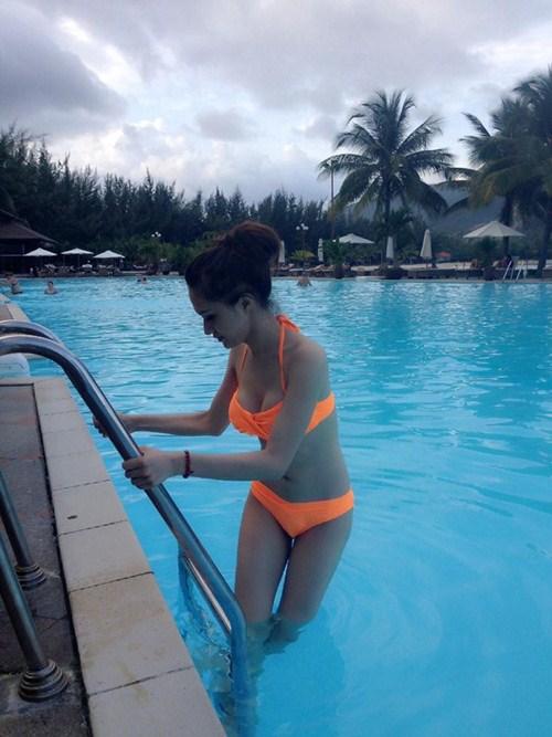 huong giang idol khoe dang nuot voi bikini - 4