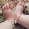 Làm mẹ - Trẻ đeo bạc: Thực hư chuyện tránh gió