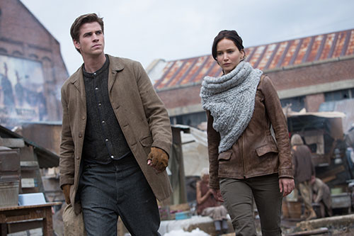 liam hemsworth tai ngo khan gia viet voi catching fire - 3