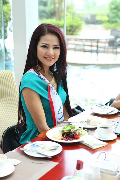 """tran thi quynh thuoc top """"gai tre"""" mrs world - 6"""