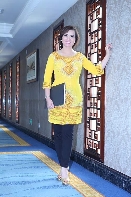 """ngo"" ts kim hong lam giam khao mrs world - 1"